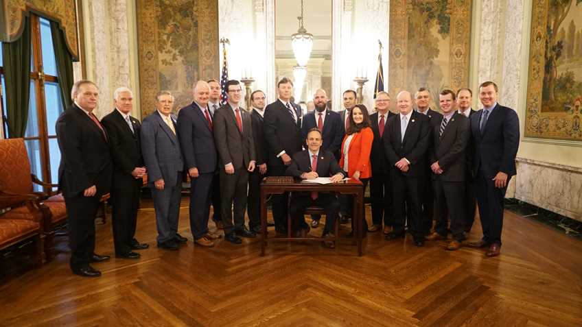 Kentucky Governor Welcomes NRA to Bill Signing Ceremony